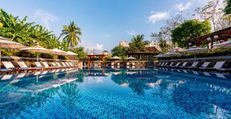 Ann Retreat Resort & Spa - הוי אן - בריכה