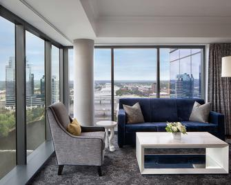 Amway Grand Plaza, Curio Collection by Hilton - Grand Rapids - Living room