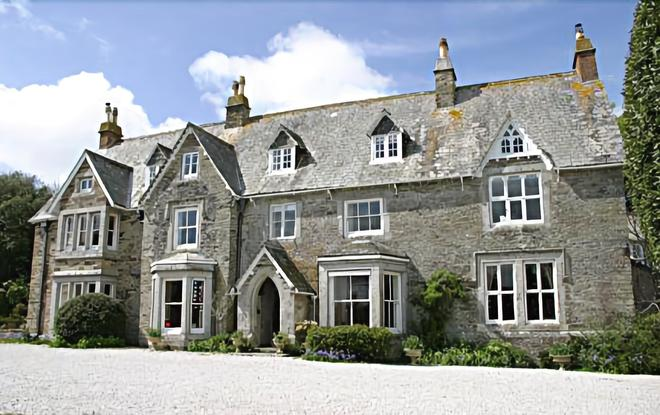Molesworth Manor - Padstow - Building