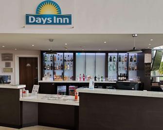 Days Inn by Wyndham Wetherby - Везербі - Bar