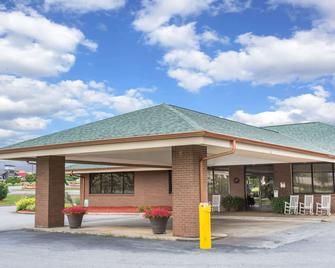 Days Inn by Wyndham Wilkesboro - Wilkesboro - Building