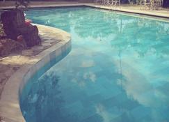 آستيريس فيلدج - جراكيني - حوض السباحة