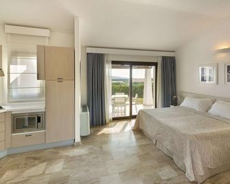 Grande Baia Resort & Spa - San Teodoro - Bedroom