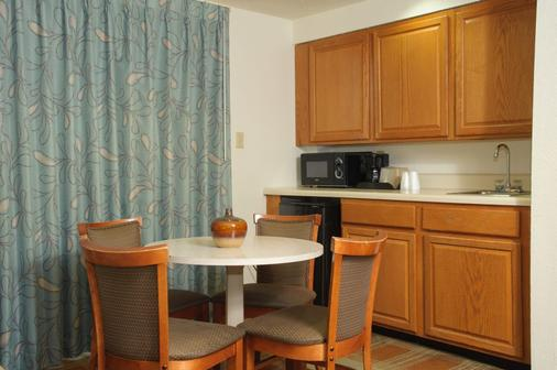Pigeon River Inn - Pigeon Forge - Kitchen