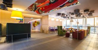 Park Inn by Radisson Dubai Motor City - Dubái - Lounge
