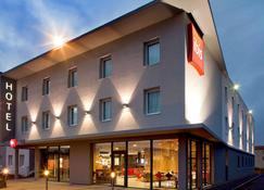 ibis Clermont-Ferrand Nord Riom - Riom - Edifício
