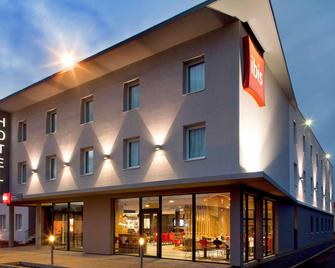 ibis Clermont-Ferrand Nord Riom - Ріон - Building