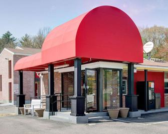 Econo Lodge Sharon - Sharon - Building