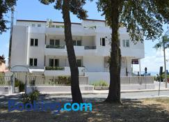 Hotel Chentu Lunas - Cagliari - Building