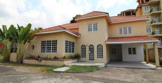 Belleh23 Kingston Creative Guesthouse - Kingston - Edificio