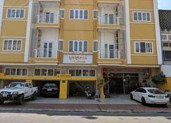 Golden House Motel - Nom Pen - Edificio