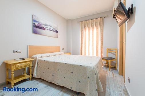 Olympia Ronda Hostel - El Puig de Santa Maria - Schlafzimmer