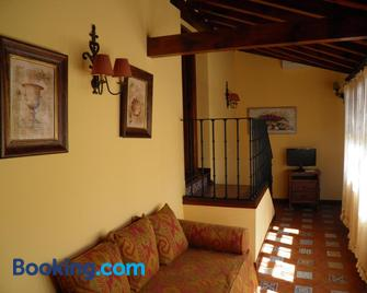 Apartamentos La Columna - Chinchón - Living room