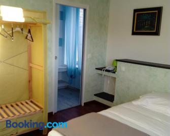 Hotel L'ameriviere - Aubrives - Bedroom
