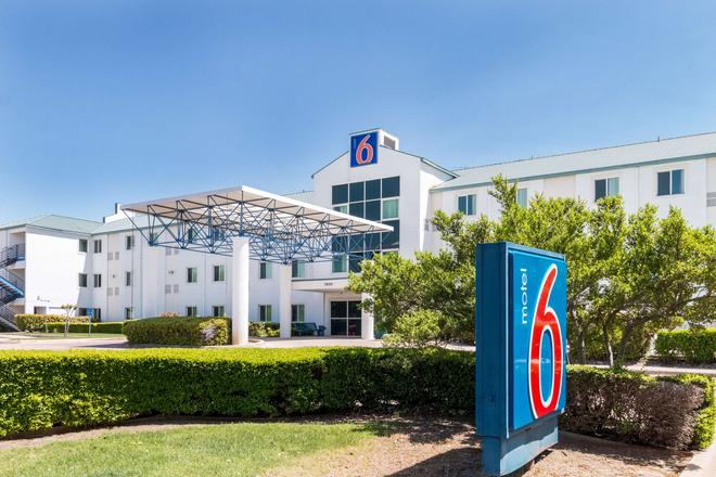 Motel 6 Dallas Fort Worth Airport North - Irving - Bâtiment