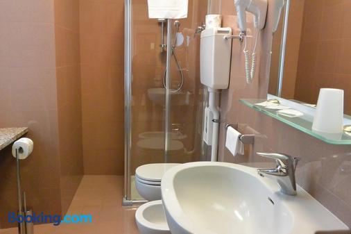 Le Petit Hotel - Turin - Bathroom
