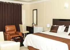 Streets of Gold Guest House - Gaborone - Bedroom