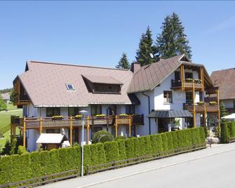 Hotel Schöneck Garni - Schluchsee - Gebäude