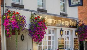 The Old Fourpenny Shop Hotel - Warwick - Building