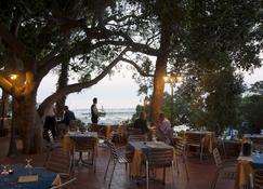 Hotel Miramare - קאלה גונון - מסעדה