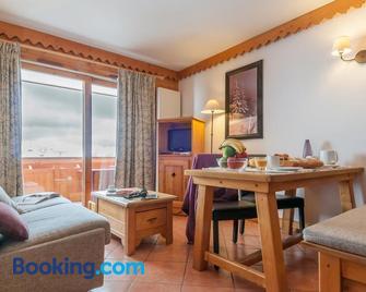 Résidence Pierre & Vacances Premium Les Hauts Bois - Ем - Living room