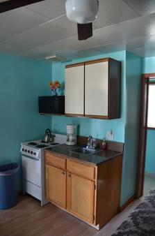 Deer Trail Motel - Wisconsin Dells - Kitchen