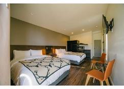 Terra Nova Cabins - West Yellowstone - Bedroom