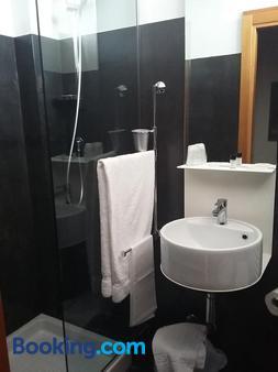 Hotel Clarici - Spoleto - Bathroom
