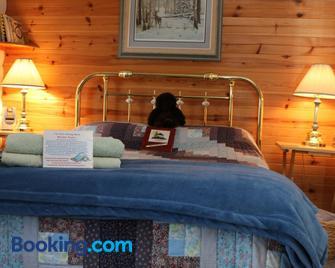 Sunny Rock Bed & Breakfast - Haliburton - Bedroom