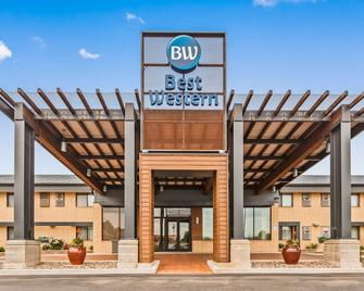 Best Western West Towne Suites - Madison - Building