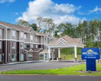 Microtel Inn & Suites by Wyndham Amsterdam - Amsterdam - Building