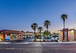 Best Western Desert Villa Inn - Barstow - Building