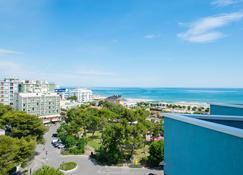 Hotel Cristallo Riccione - Riccione - Outdoors view