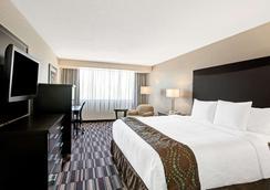 華美達廣場夏洛特機場酒店暨會議中心 - 夏洛特 - 夏洛特 - 臥室