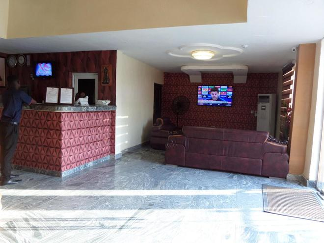 X Garden Hotel & Suites - Lagos - Front desk