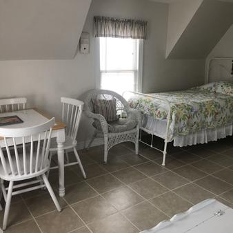 Angie's Guest Cottage - Virginia Beach - Phòng ngủ