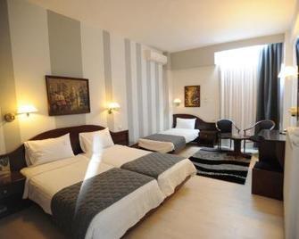 Lingos Hotel - Florina - Schlafzimmer