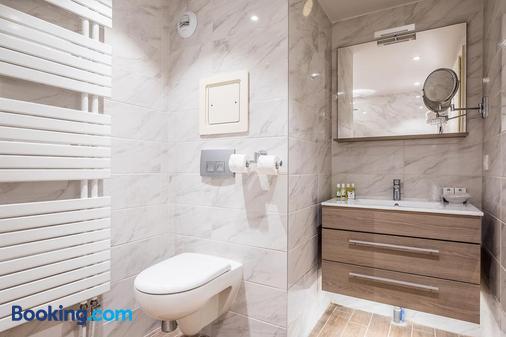Madame Vacances Hotel Le Mottaret - Les Allues - Bathroom