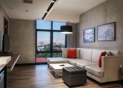 B Hotel Quezon City - Quezon City - Wohnzimmer