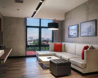 B Hotel Quezon City - Quezon City - Living room