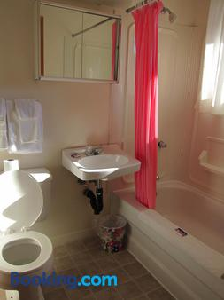 Shine Motel - Summerside - Bathroom