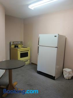 Shine Motel - Summerside - Kitchen