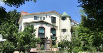 Moncher Guesthouse - Hostel - Jeju City - Building