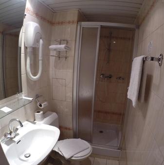 Hôtel du Maine - Paris - Bathroom