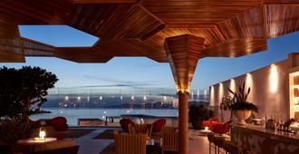 Myconian Naia - Preferred Hotels & Resorts - מיקונוס - בר