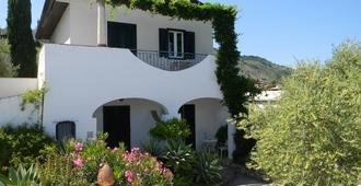 Apartment for 2-3 people in the garden with swimming pool, WiFi and parking - Taormina - Building