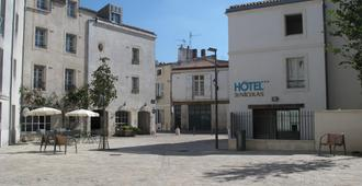 Hotel Saint Nicolas - לה רושל - בניין