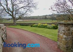 Yellow House - Hexham - Outdoors view
