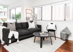Trendy O'Brien in Bondi Beach - Bondi Beach - Living room