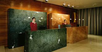 K+k Hotel Fenix - Prague - Front desk